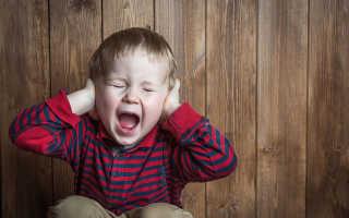 Попугай плачет как ребенок — видео с имитацией голоса младенца